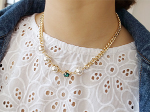 gold point necklace